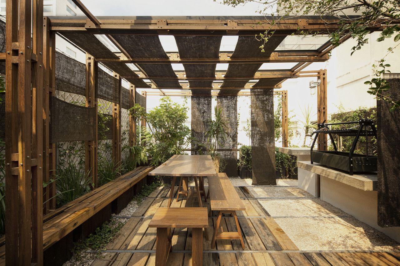 Galer a de terraza tea estudio mmx 4 parrillas for Jardineria al aire libre casa pendiente