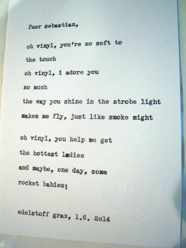 Sag mir ein Wort und ich schreib dir ein Gedicht. Wortfachgeschaeft @ Designmesse Edelstoff in Graz. Inspirationswort: Vinyl