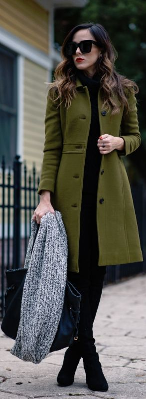 All black + long olive green coat.  I NEED THIS COAT!!!!!!!