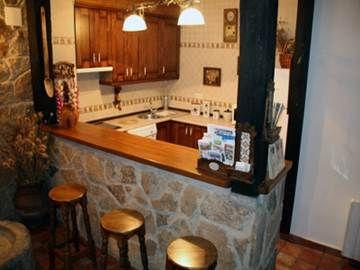 Cocina rustica con taburetes lugares para visitar - Cocinas pequenas rusticas ...