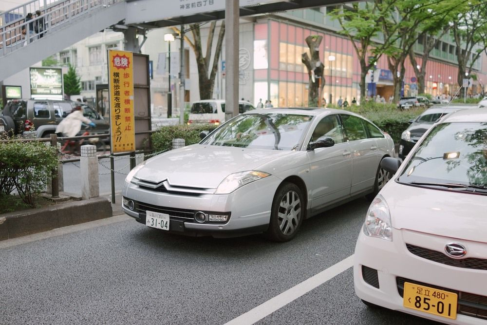 dafabe9112 Japan seems to import all the European brands we don t get in America.  Spotted this Citroën C6 in Harajuku.