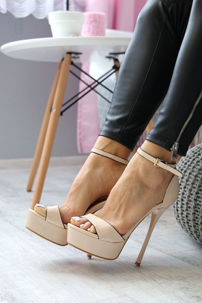 Pin on HIGH HEELS CLASSY