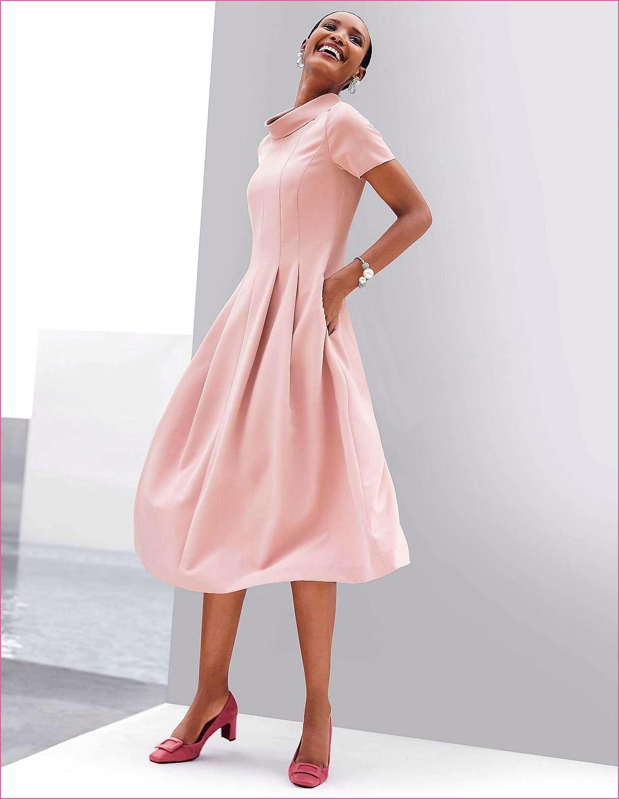 Schwarzes Bodenlanges Kleid  Ausgestelltes kleid, Bodenlange