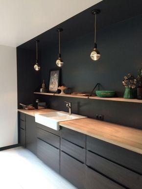 Idée Aménagement Cuisine En Longueur Lampe Suspendue Cuivre Cadre Photo Noir  Peinture Fleurs Fruits Cuisine Ikea Noire étagère Murale Bois