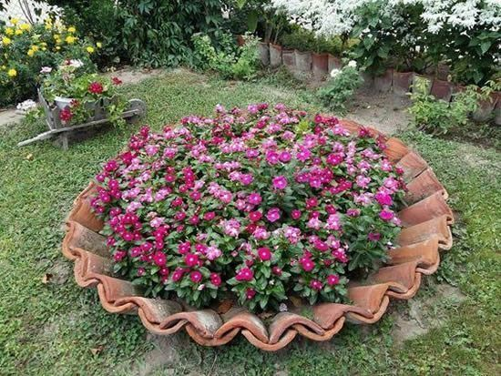 Amazing DIY garden decor with roof tiles