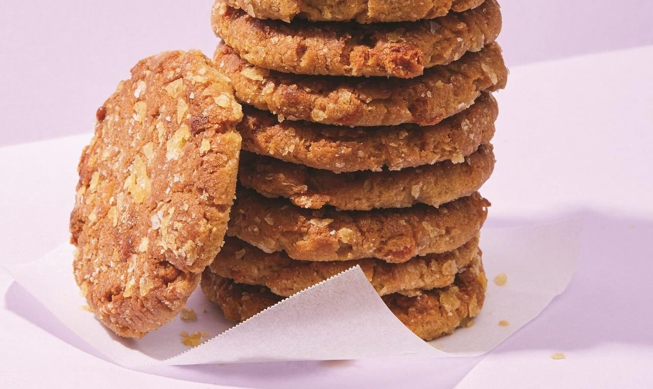 Butterscotch Potato Chip Cookies #potatochipcookies These Butterscotch Potato Chip Cookies are salty, sweet, crunchy, and super addictive. Perfect for holiday cookie trays, potlucks, and impromptu desserts all... #potatochipcookies Butterscotch Potato Chip Cookies #potatochipcookies These Butterscotch Potato Chip Cookies are salty, sweet, crunchy, and super addictive. Perfect for holiday cookie trays, potlucks, and impromptu desserts all... #potatochipcookies