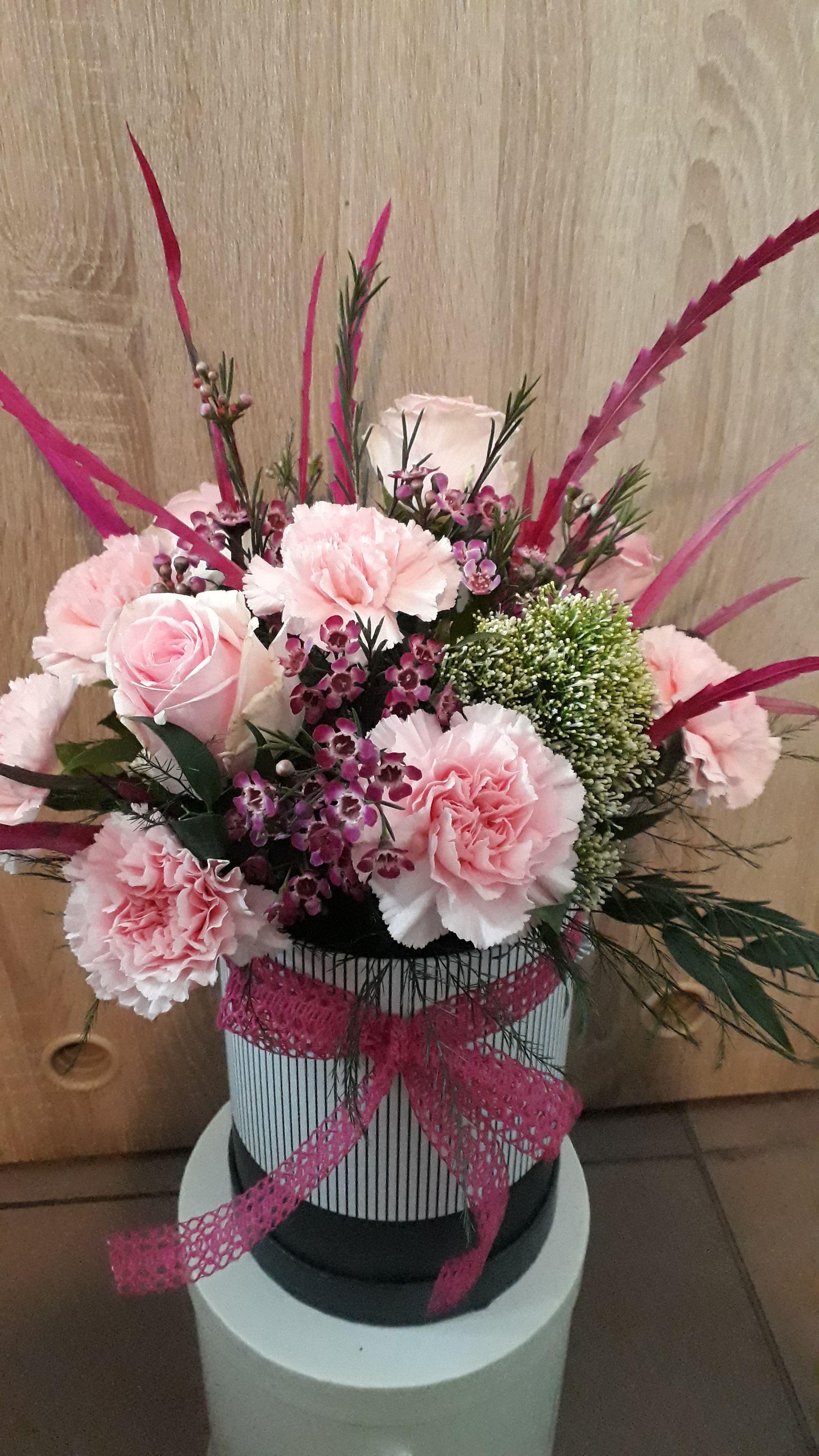 Flower Flowerbox Gozdziki Grevillea Roze Rosa Pink Thanacetum Dzienkobiet Flower Boxes Flowers Crown