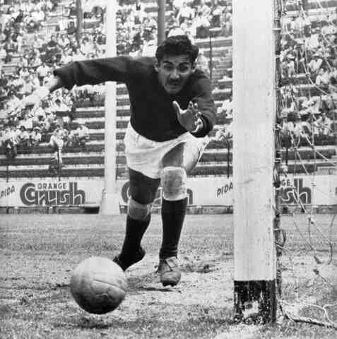 Mexico goalkeeper Antonio Carbajal at the 1950 World Cup Finals ...