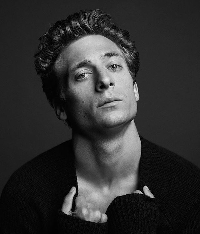 """Jeremy Allen White may have starred in @Shameless for six seasons, but he's only just started watching it. """"Every once in a while, I'll get together with some friends and we'll watch it and make fun of me."""" Meet the rest of #TheBreakoutBunch at the link in bio. : @laurendukoff"""