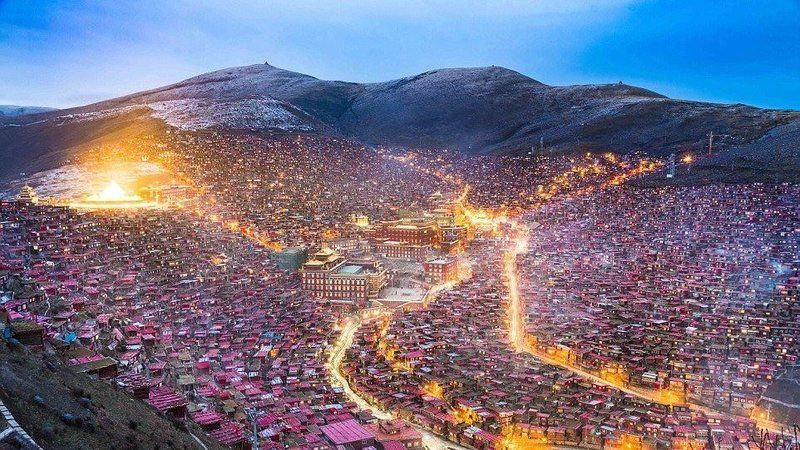 Petizione · United Nations Human Rights Council : Stand with Larung Gar now! World's largest Buddhist monastery: Home to 10,000+ facing demolition · Change.org