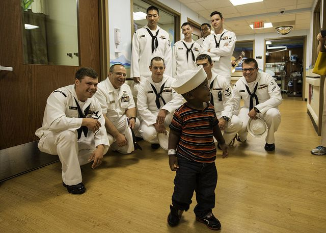 U S Navy Soldiers Assigned To The Uss Cole Play With A Patient At The Broward Health Medical Center In Fort Lauderdale Flo Medical Broward Honoring Veterans