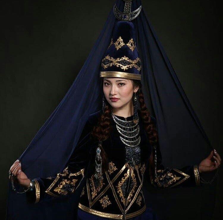 фото казашек в национальной одежде видно