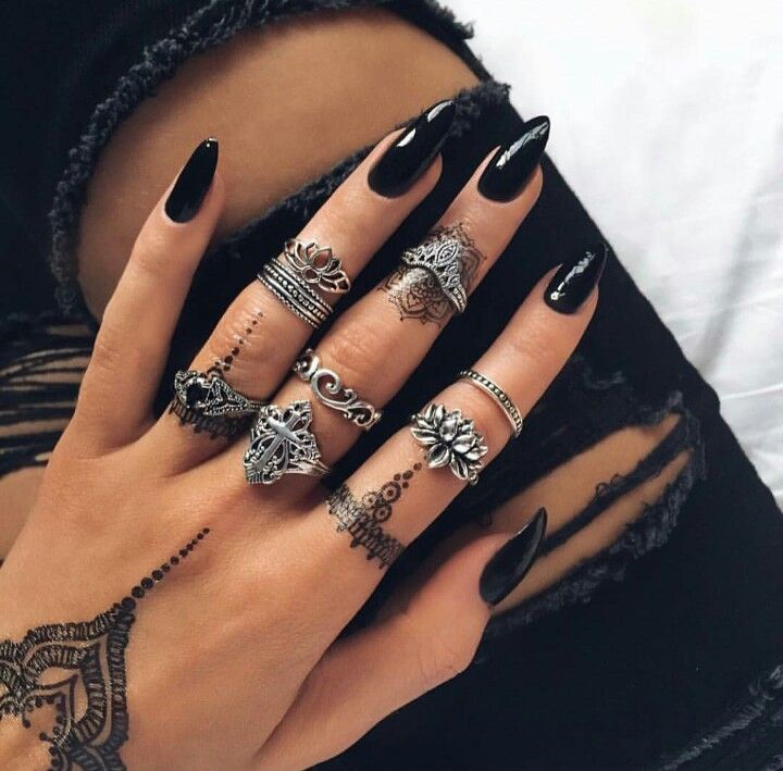 Gorgeous Nails, rings, and henna #rings #midirings #henna #tattoo ...