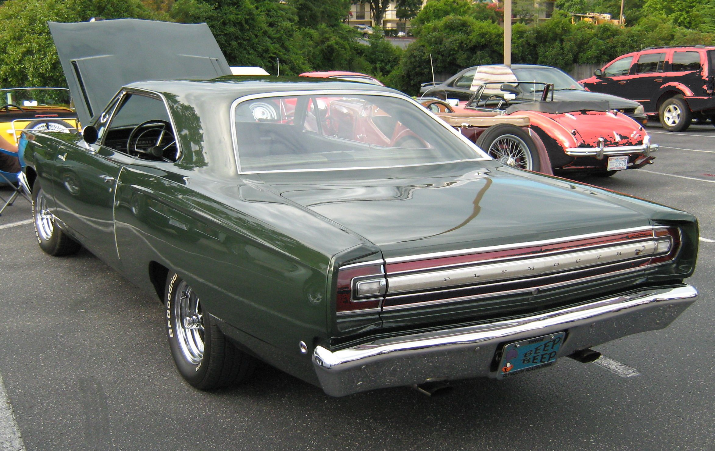Muscle cars 1960 1970 1968 plymouth road runner back view
