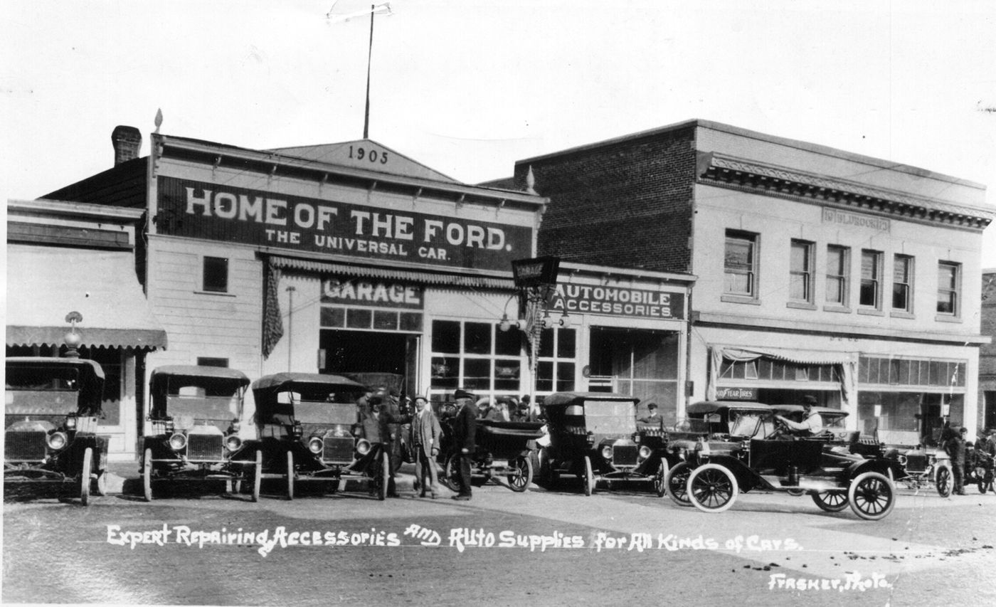 The Old Ford Garage On Washington Street In 1918 Old Fords