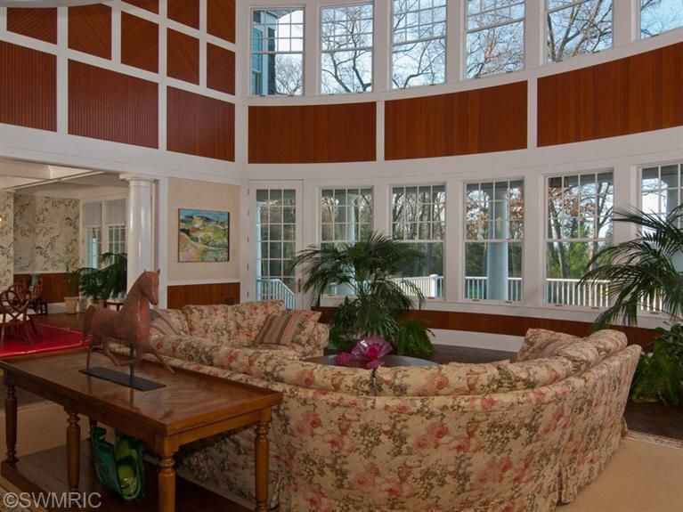 186 South Division Ave Holland Mi 49424 Grand Rapids Association Of Realtors Cottage Living Rooms Cottage Living Home Decor