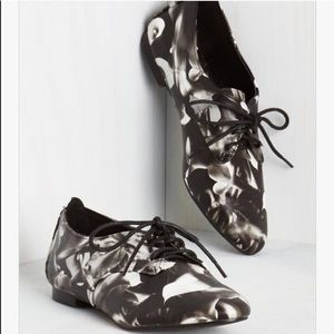 I just discovered this while shopping on Poshmark: Floral flats. Check it out! Price: $35 Size: 7.5