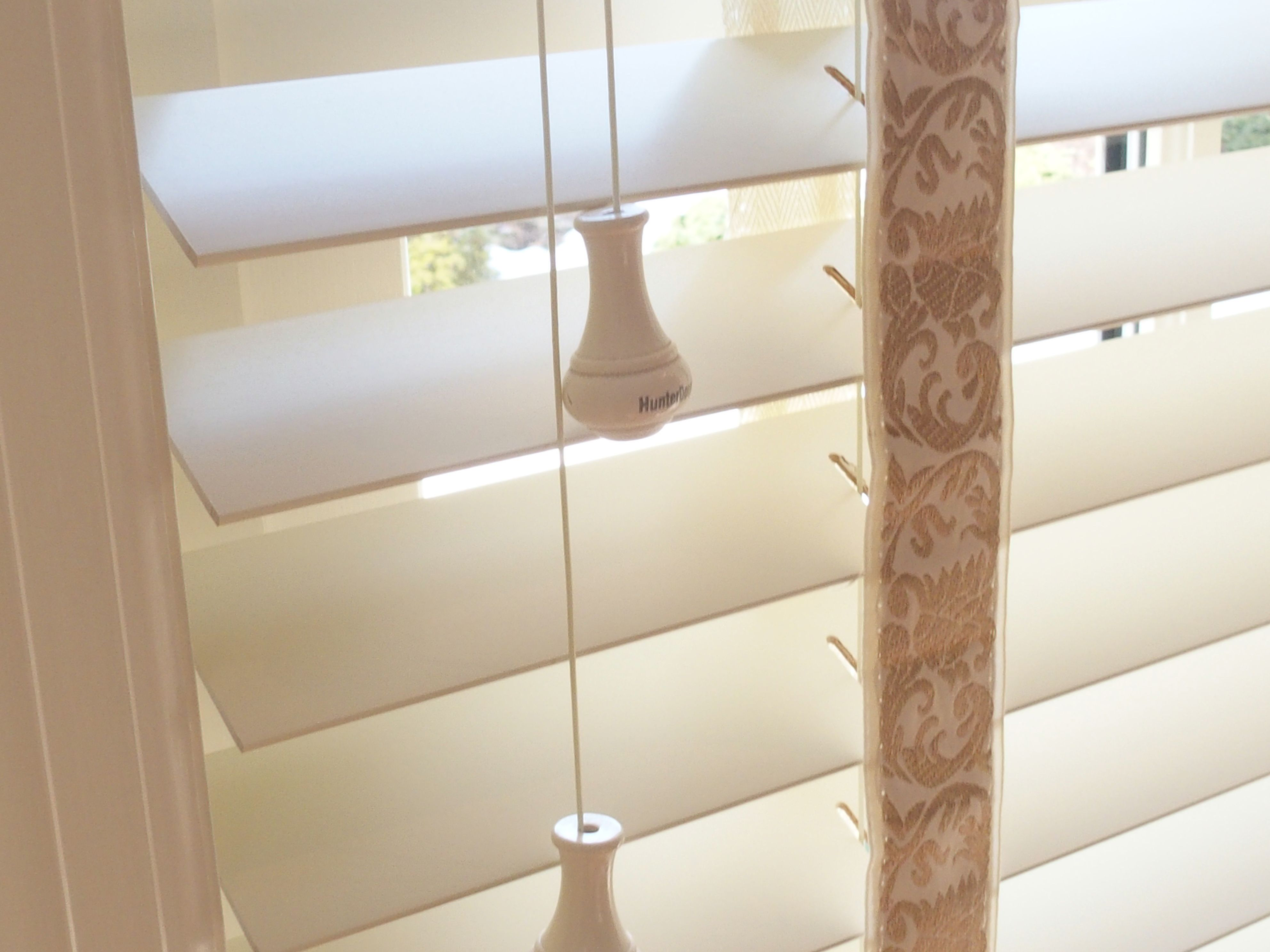 Linen window treatments - Hunter Douglas Parkland Wood Blinds In A Creamy White Color Linen With Decorative Tapes