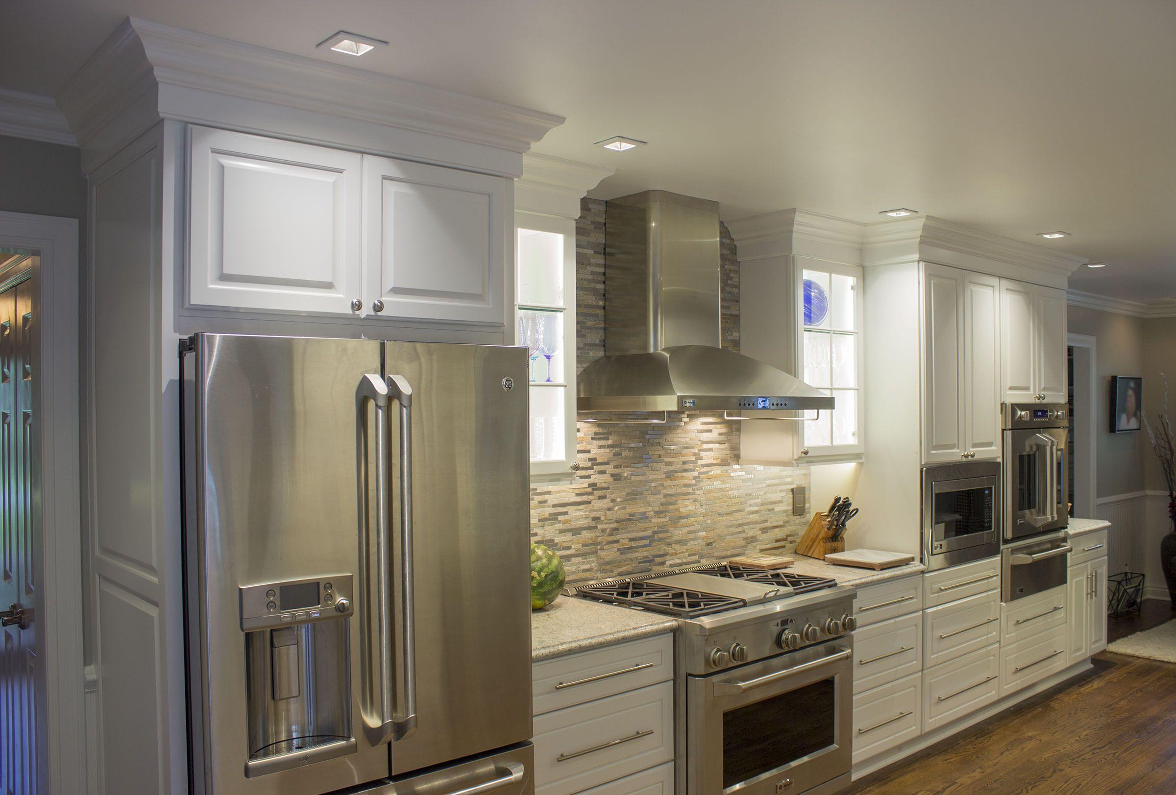 Photo Courtesy Of Dave Mccoll Ksi Designer Dura Supreme Crestwood Arcadia Classic Maple With White Paint Finish Kitchen Kitchen Cabinets Home Decor