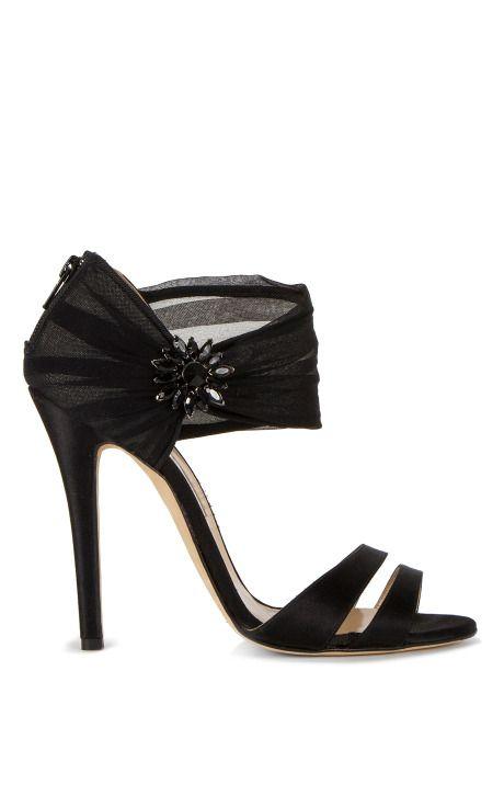 Melissa Pump by Oscar de la Renta for Preorder on Moda Operandi.  Pretty!!