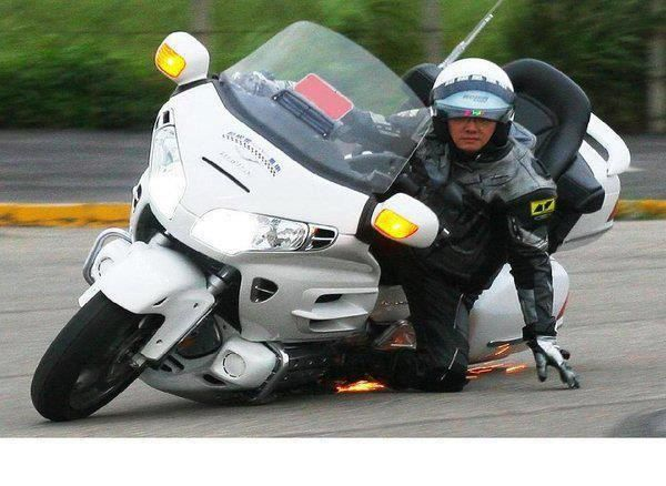 HONDA GOLD WING 1800  Scraping the ground    awesome | Bikes