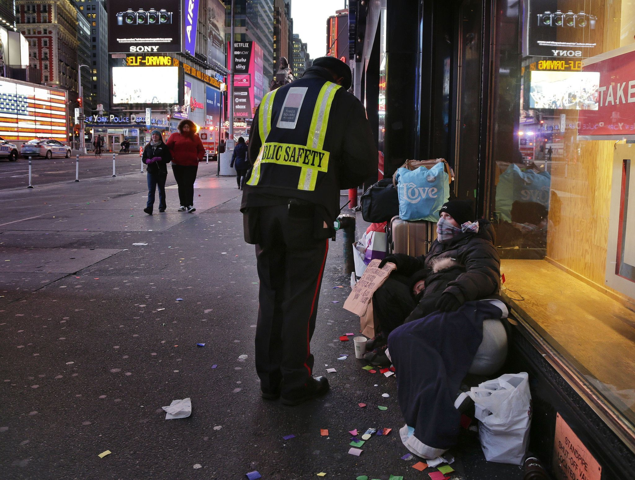 New York Plan To Force Homeless Into Shelters In Cold Weather Faces Backlash Homeless Homeless People New York