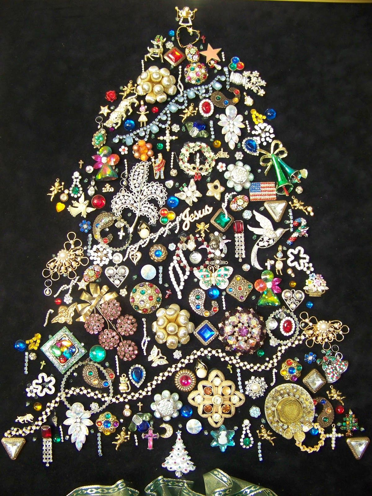 tree made out of jewerly - Google Search | FRAMED VINTAGE JEWELRY ...