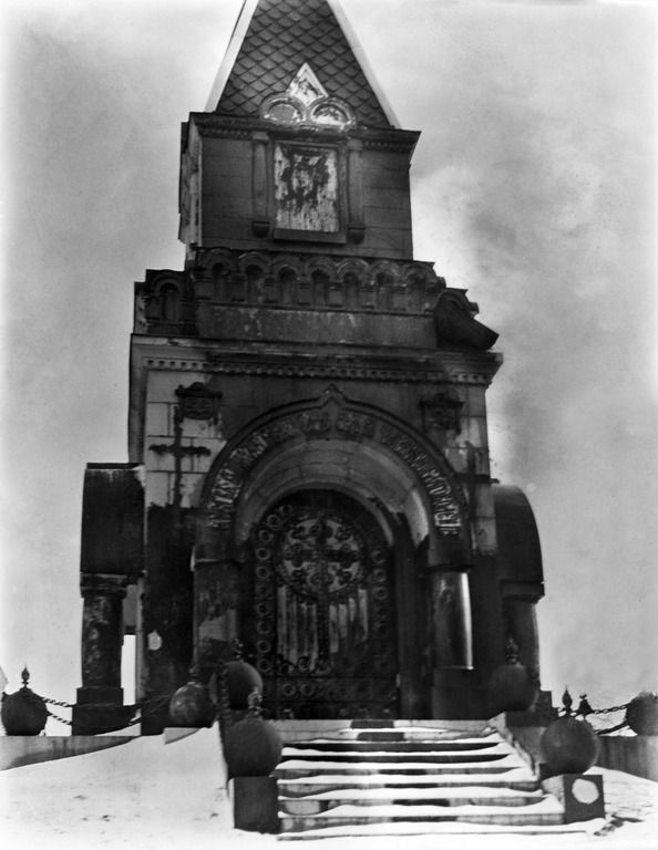 Resvoyn Rauhan kappeli tervattuna Uspenskin katedraalin edustalla.  Timiriasew Ivan 1919 Helsingin kaupunginmuseo   Finna - Helsingin kaupunginmuseo: negatiivi, nitraatti, mv