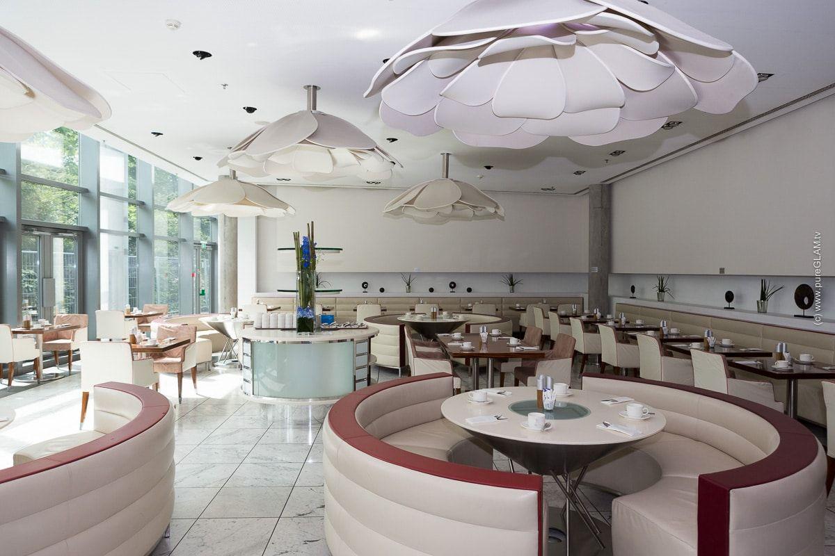 Radisson Blu Frankfurt Hotel Airporthotel Direkt In Der Stadt In 2020 Flughafen Frankfurt Flughafen Unterkunft