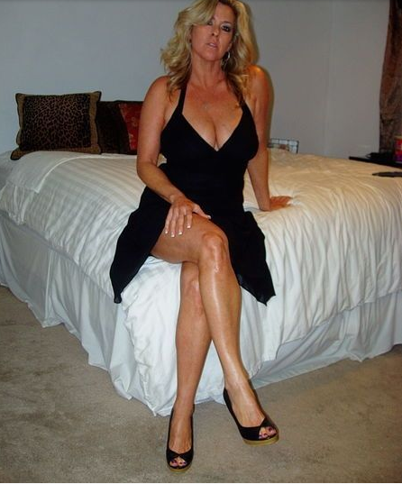 deliciousmoms: Over 1 MILLION horny MILFS on this exclusive MILF dating site  waiting for a good fuck! Only one easy FREE registration stands between you  and ...
