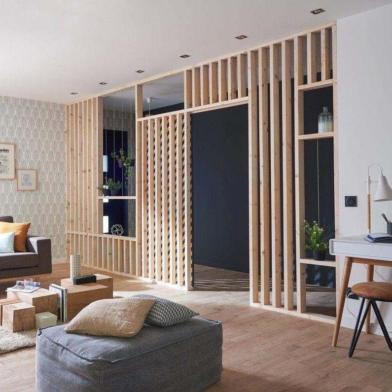 Un Salon Avec Une Cloison En Tasseaux Deco Maison
