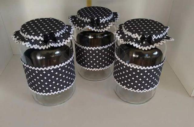 Potes de Vidro decorado com tecido bebe Decorated jars, Cow kitchen decor e Mason Jar Crafts -> Decoracao Com Tampa De Vidro