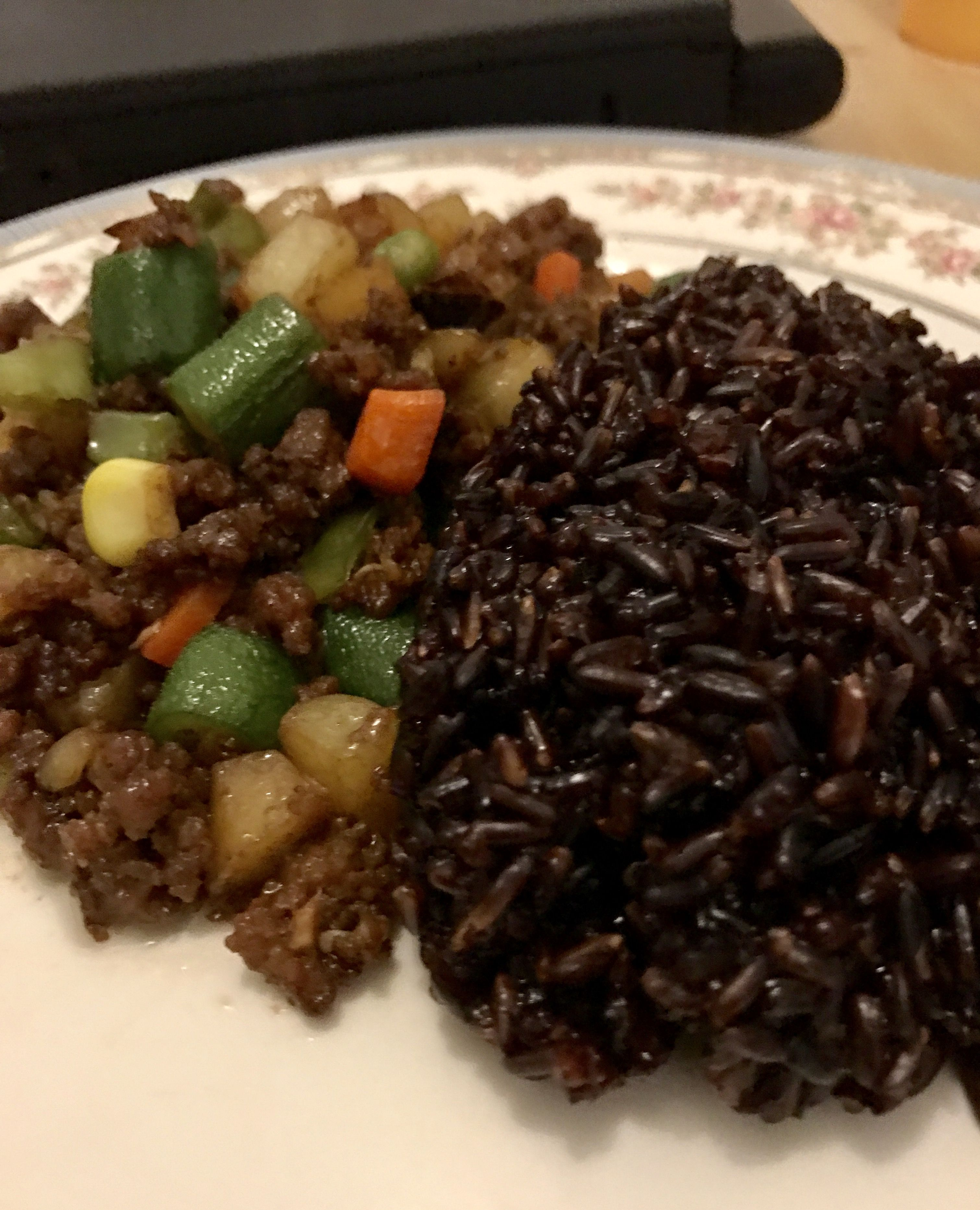 Chinese Style Ground Beef Served With Black Rice 1 4 Kg Ground Lean Beef 1 4 Cup Oyster Sauce 3 Tbsps Chin Cooking Black Rice Lean Beef Chopped Carrots