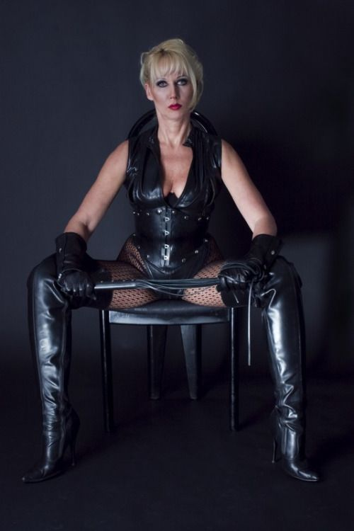 mature in shiny leather latex pvc awoke