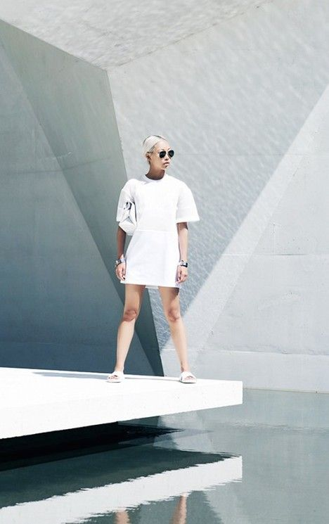 Blogger Vanessa Hong remains dedicated to her passion for everything crisp and white.