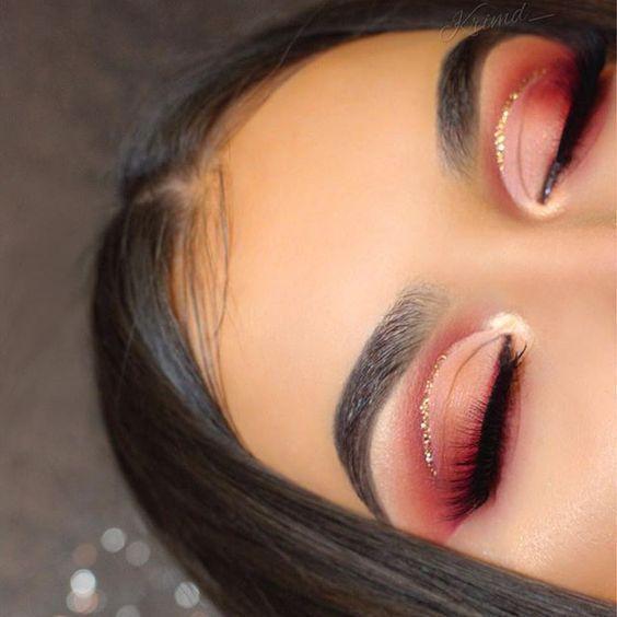 1 Schnittfalztechnik   3 verschiedene Möglichkeiten, um Ihren Glitter Eyeliner aufzutragen; - 1 Sc