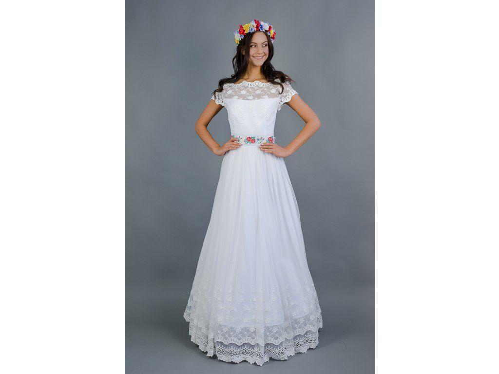 Dlouhé folklórní svatební šaty . krajkový živůtek s lodičkovým výstřihem  starodávná bavlněná krajka sukně lemovaná bordurou e4d804c911