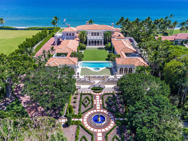 Jeff Bezos Reportedly Dropped 165 Million On A Mansion That Broke The La Real Estate Record Here Are The 17 Most Expensive Homes Sold In The Us Over The Past Mansions