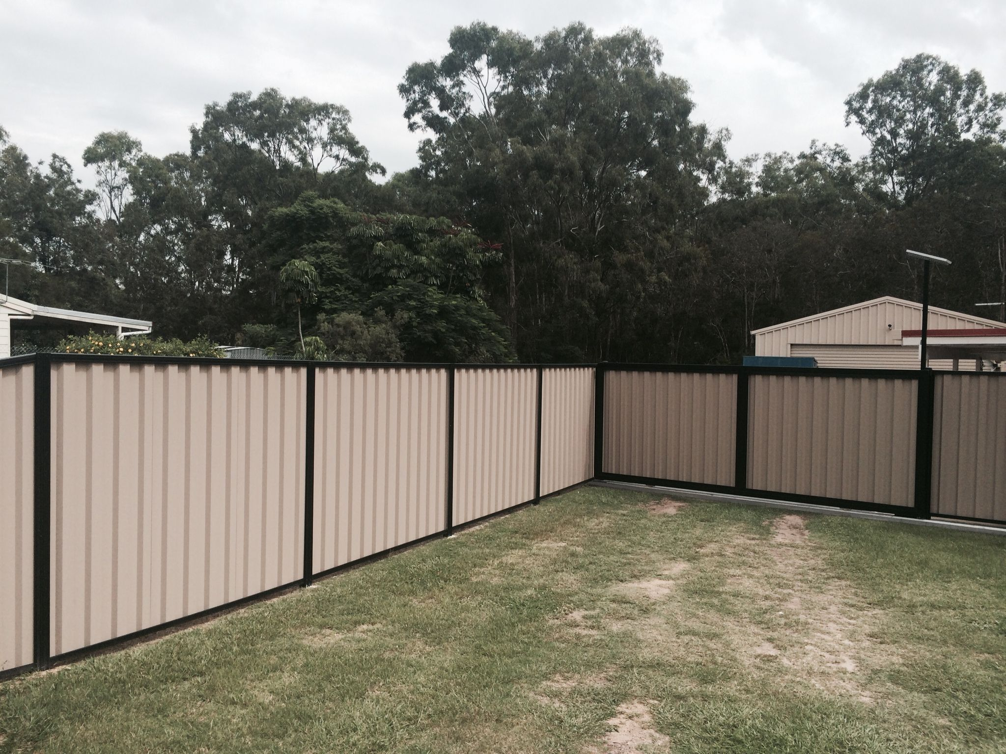 Colorbond sheets brisbane - Colourbond Fence With Black Post Rails And Terrace Sheets