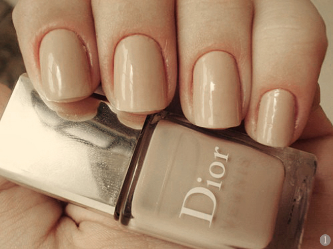 I love the nude nail color look! Too bad I can't pull it off.