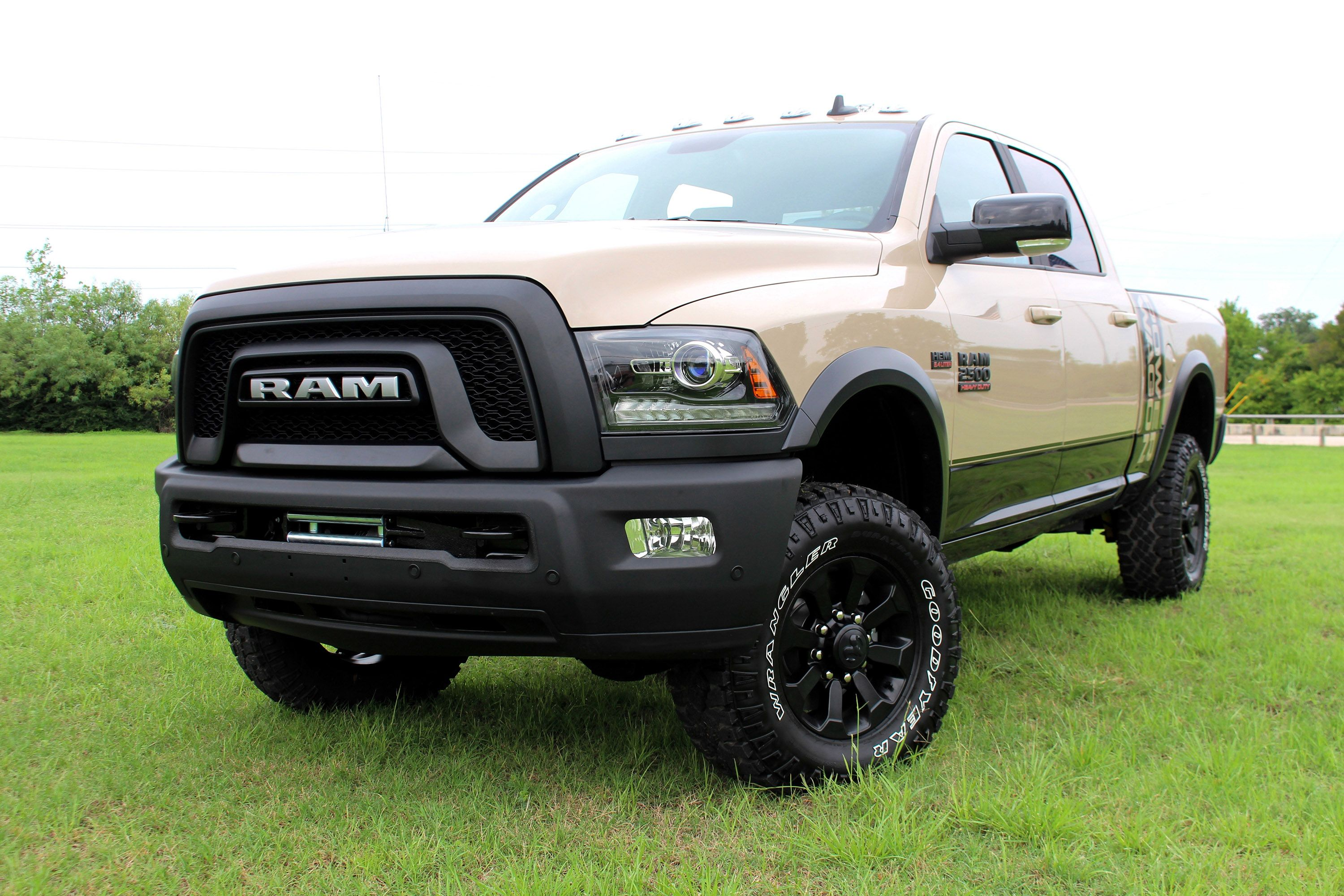 Ram Announces New Features For The Mojave Sand Edition Truck Voitures Et Motos Voiture