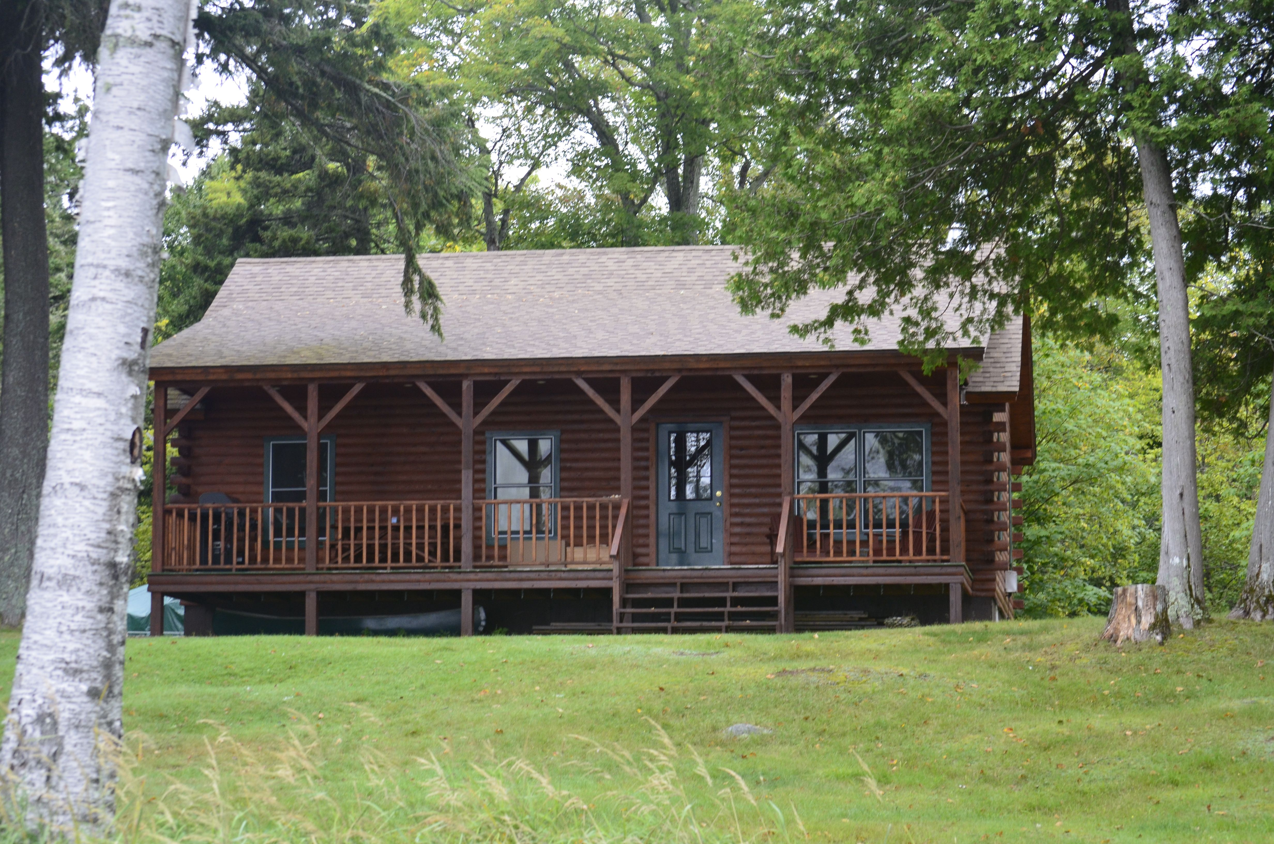 Beautiful cabin located on moosehead lake secluded