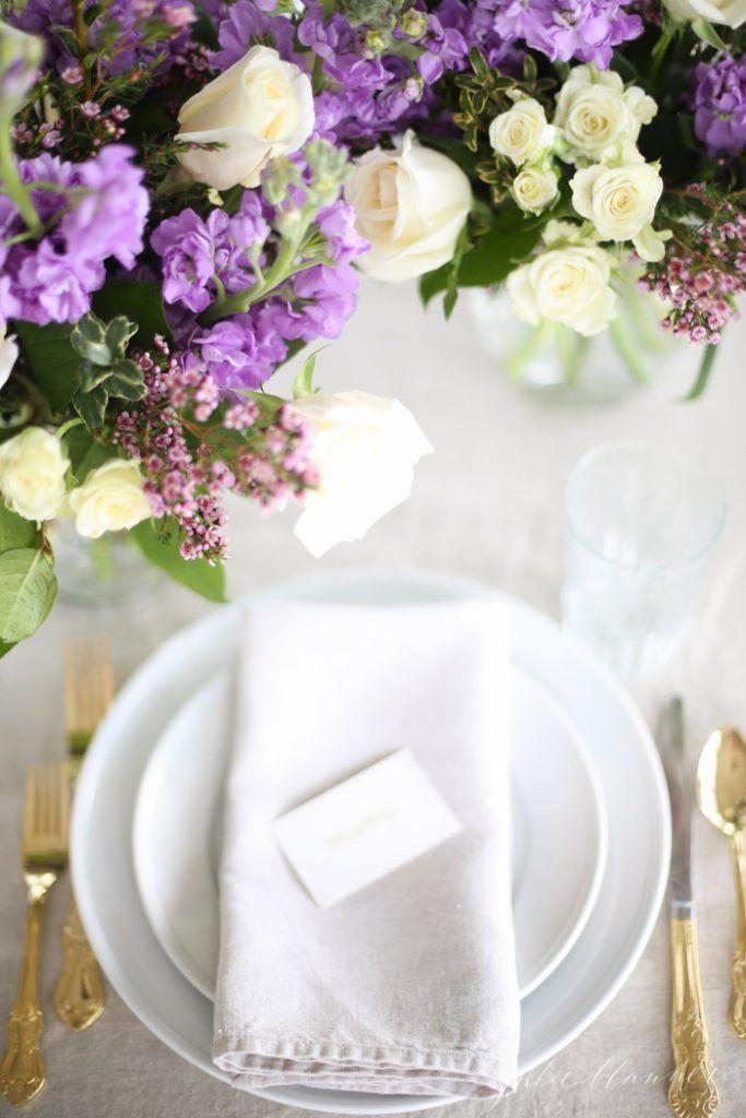Effortlessly beautiful table setting for Mother's Day. #mothersday #mimosa #brunch #tablesetting #flowerarrangemet #strawberrylemonmimosa