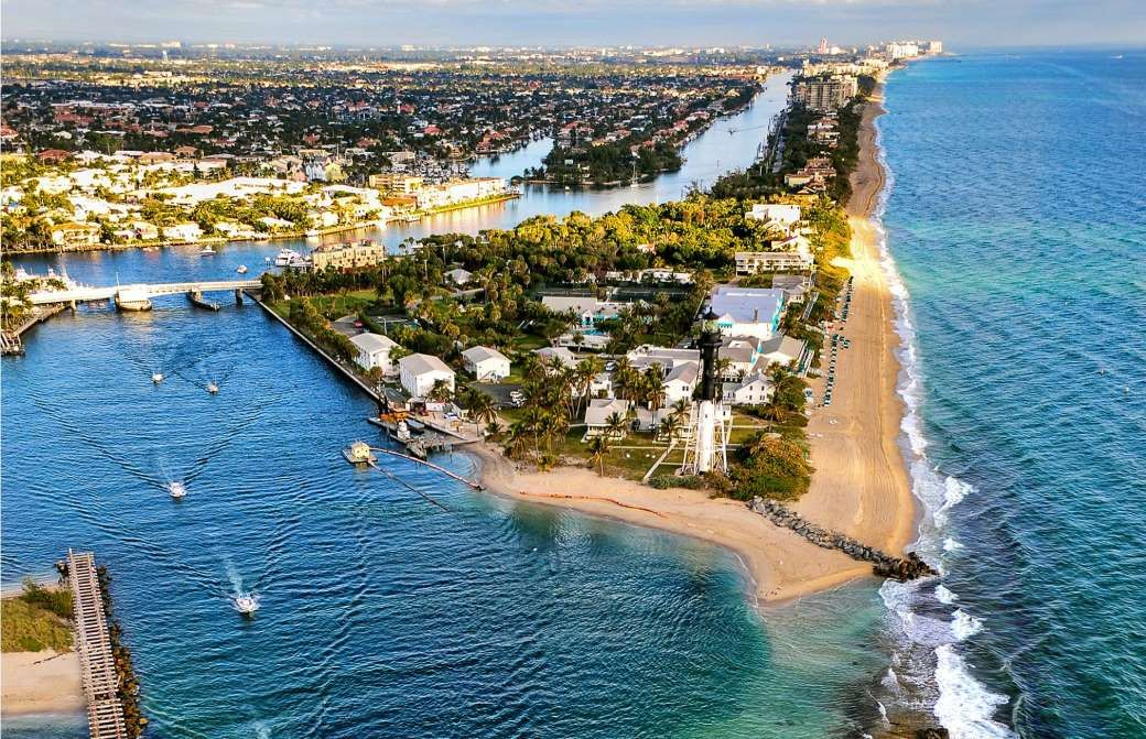 In the Tampa Bay area in the state of Florida, Town 'n' Country has seen  its population grow 1.9% ye... - FloridaStock/Shu… | Tampa bay area, State  of florida, City