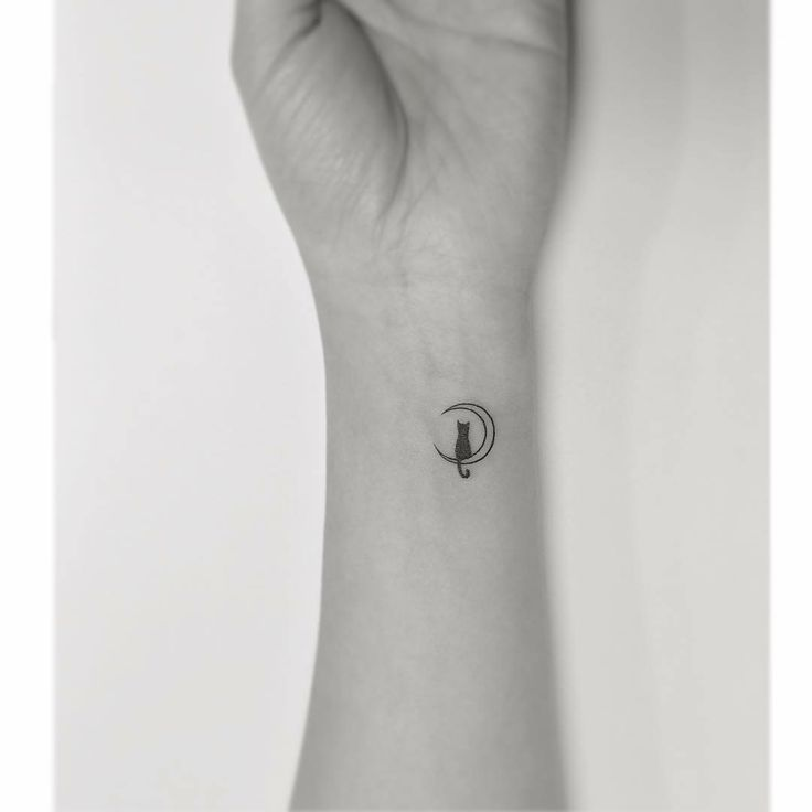 Feminine tattoos to inspire you. All types: delicate, small, all parts of the body and designs. Visit website: thaislinh …