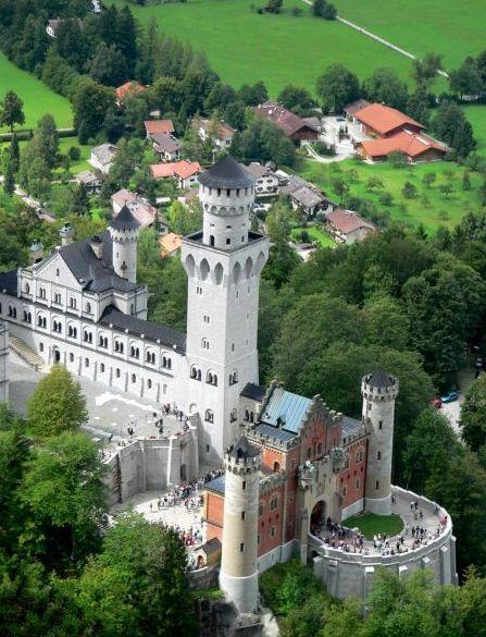 Neuschwanstein Castle A Nineteenth Century Romanesque Revival Palace Near Fussen In Southwest Bavaria Neuschwanstein Schloss Neuschwanstein Herrenchiemsee