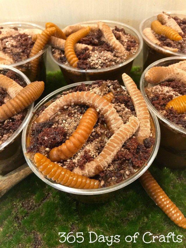 Make a gummy worm dessert for a fun halloween treat Dirt cups taste - halloween entree ideas