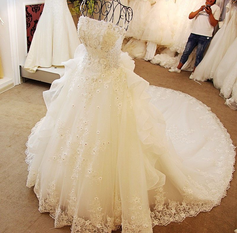 AHW010 New Arrival Tulle Strapless Train Sexy Wedding Dresses with Appliques 2017