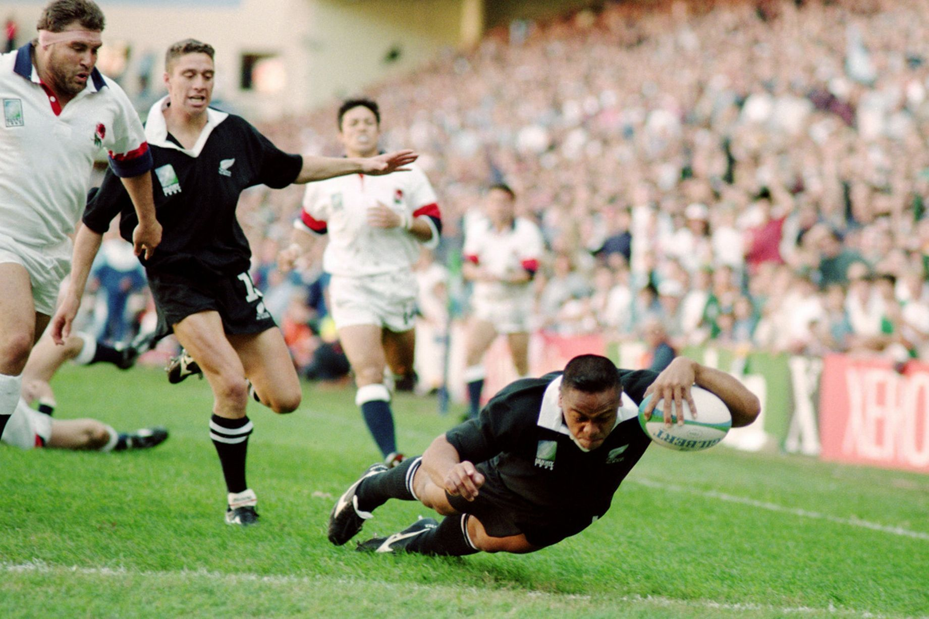 Tragic Jonah Lomu Was Amazing Giant Of A Man Says David Beckham Jonah Lomu Rugby World Cup All Blacks