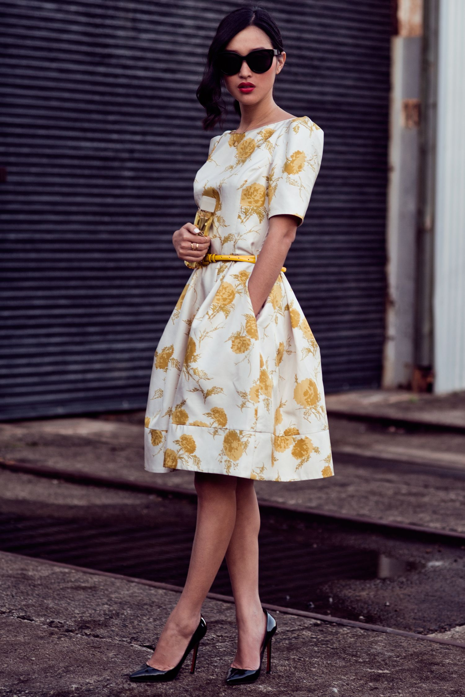 yellow floral dress 2017 with black pumps